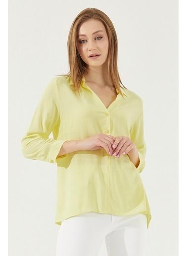 Reyon REYON Kadın Yarım Düğmeli Asimetrik Kesim Gömlek Sarı Sarı
